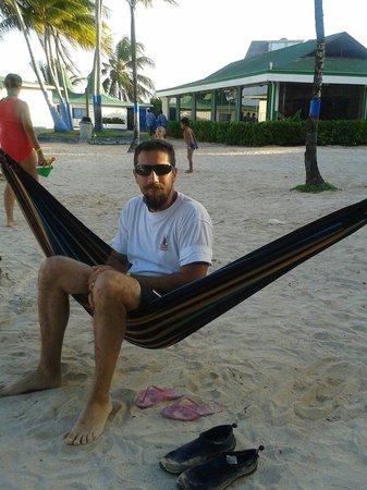Decameron Marazul: Descanso en la playa