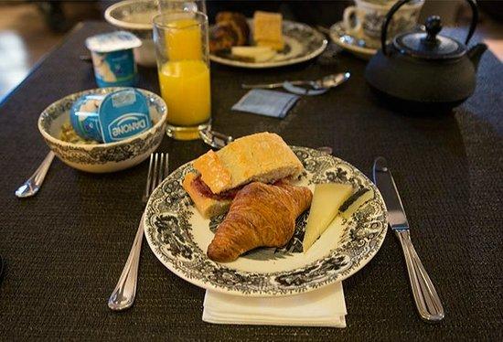 Hotel Primero Primera: Breakfast
