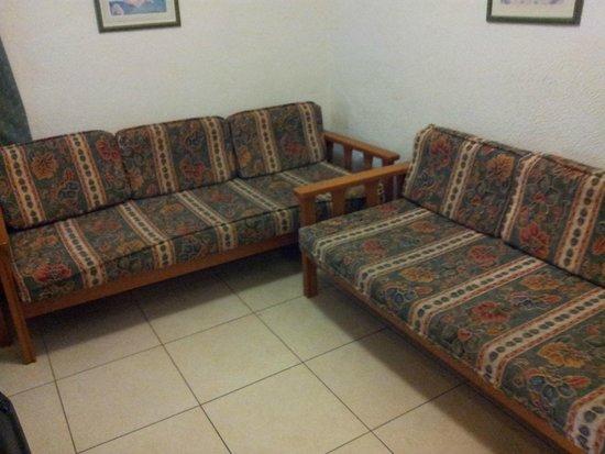 Barranco Apartments : Sofa/sleeping beds on the 1e floor.