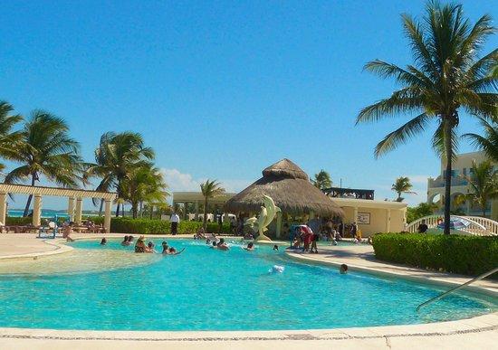Dreams Tulum Resort & Spa: Pool bar
