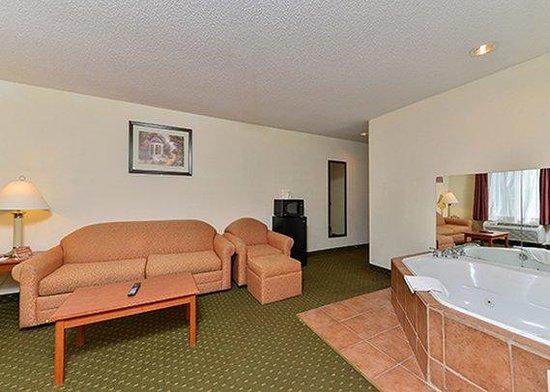 Quality Inn & Suites Hershey: room13
