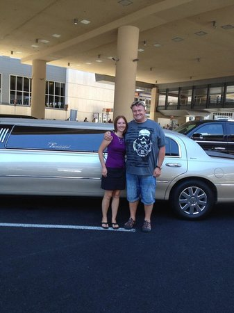 Presidential Limousine : Best Way To Start Vegas Vacation