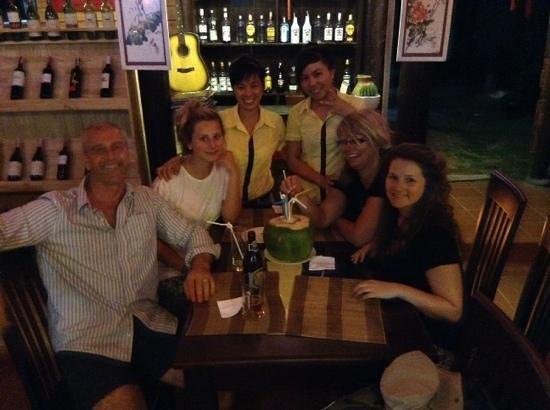 Golden Fish restaurant & bar : happy days