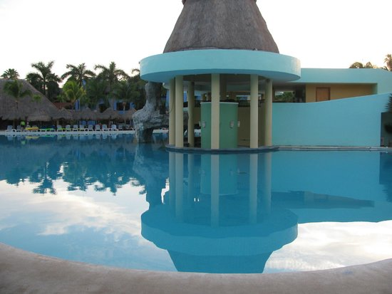 Iberostar Paraiso Lindo: Bar by Pool