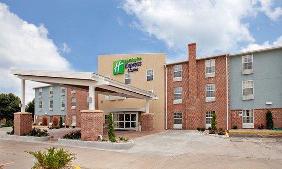 Holiday Inn Express North Kansas City: Front Entry Way