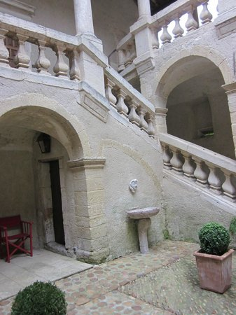 Chateau Beaupre Deleuze: Inner courtyard