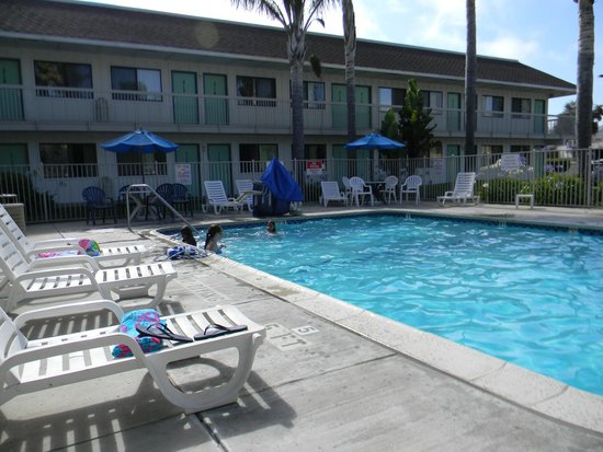 Motel 6 Pismo Beach : Swimming Pool