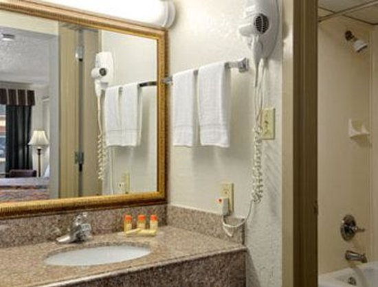 Days Inn N.W. Medical Center: Bathroom