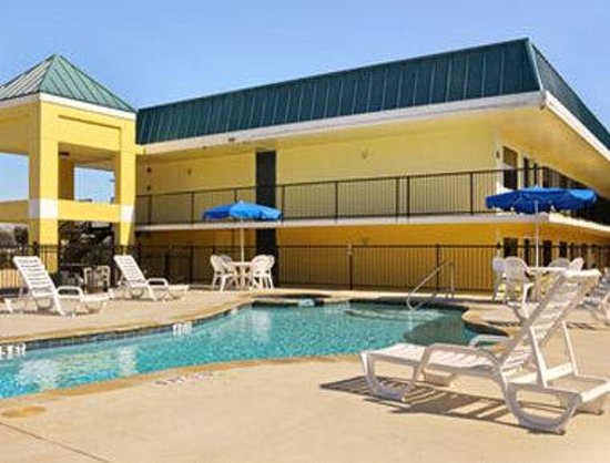 Days Inn N.W. Medical Center: Pool