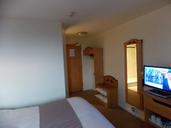 Ibis Rugby East: Room