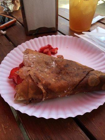 Crepes Paulette: Nutella and strawberry crepe