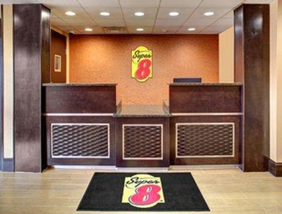 Super 8 Asheville Tunnel Road: Lobby