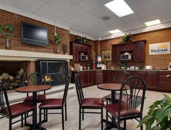 Winstay Inn and Suites: Breakfast Area