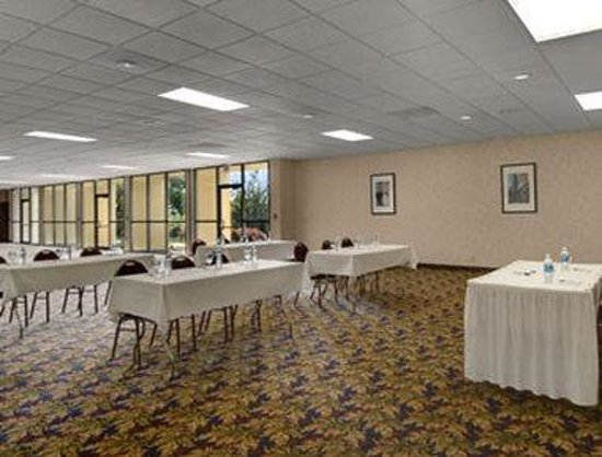 Winstay Inn and Suites: Meeting Room