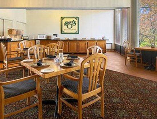 Ramada Lexington North Hotel & Conference Center : Breakfast Area