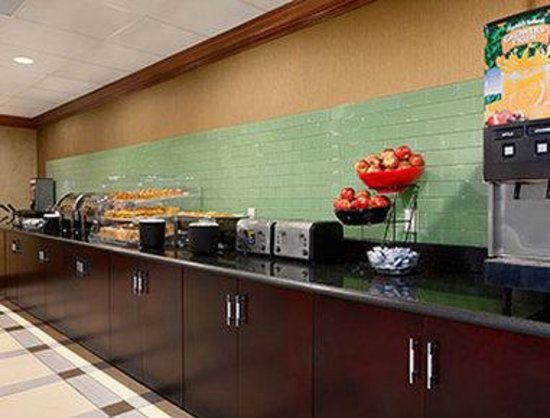 Ramada Rochelle Park: Breakfast Setup