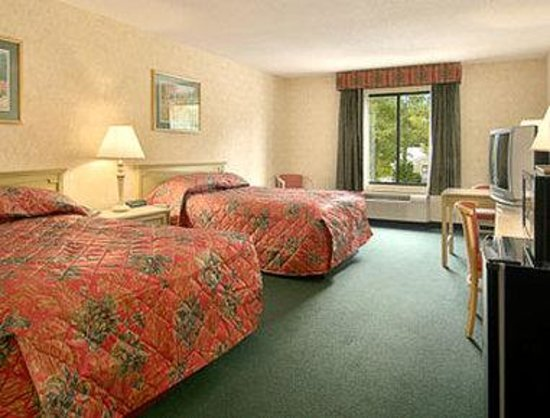 Ramada Lexington North Hotel & Conference Center: Standard Two Double Bed Room