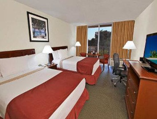 Ramada Hialeah/Miami Airport: Two Queen Bed Guest Room