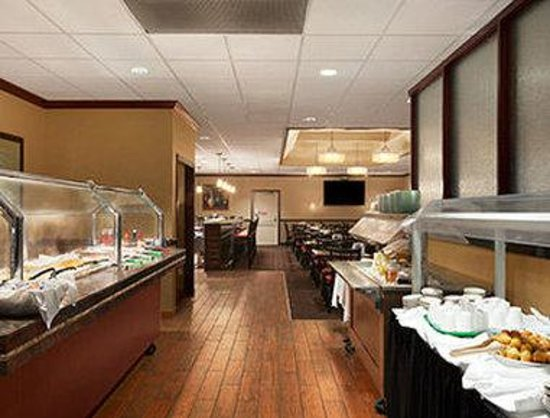 Ramada Burlington Hotel & Conference Center: Breakfast Setup