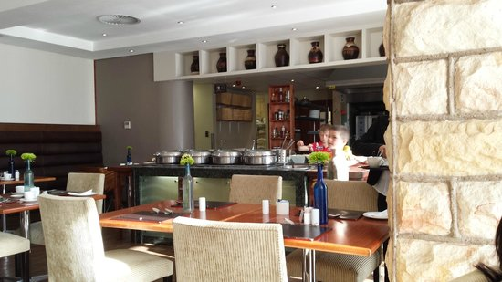 Protea Hotel Clarens : Very average breakfast selection for what you pay