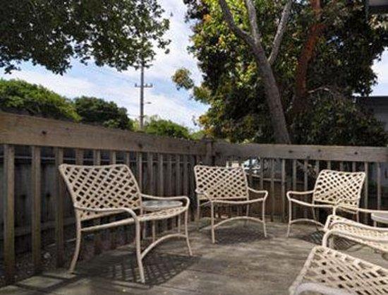 Ramada Limited Monterey : Seating Area