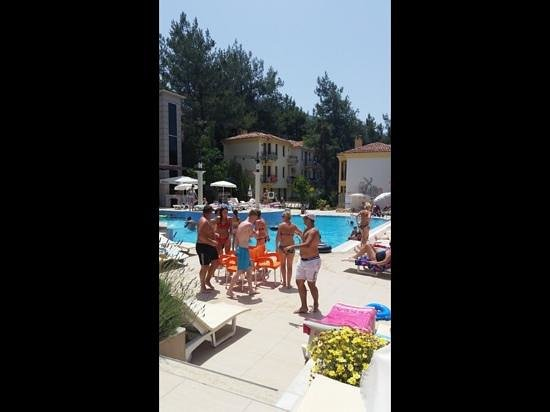 Hotel Pine Valley : pool games