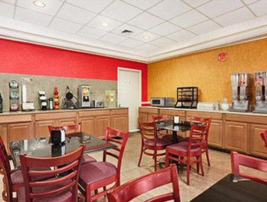 Ramada East Orange : Breakfast Area