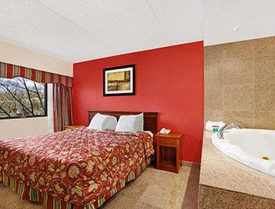 Ramada east orange hotel new jersey voir les tarifs for Hotel jacuzzi 13