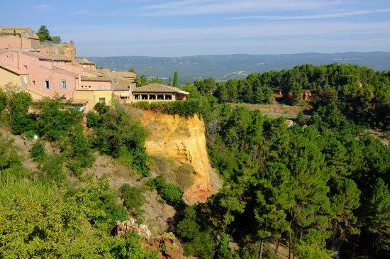 Le Clos de la Glycine : Hotel's restaurant terrace