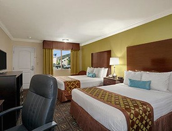 Ramada Anaheim Maingate North: Standard Two Queen Bed Room