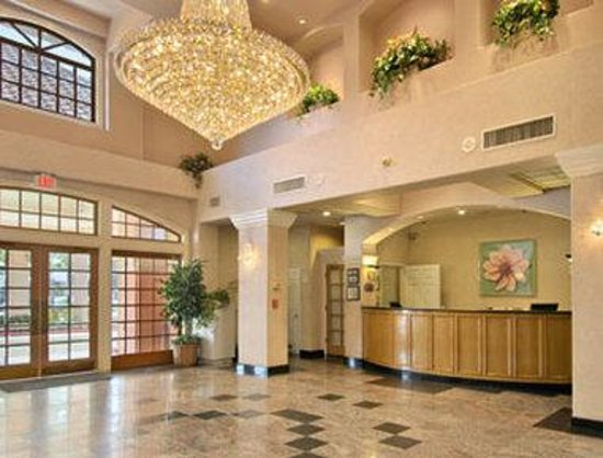 Ramada South El Monte: Lobby