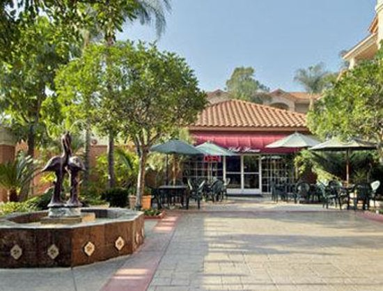 Ramada South El Monte: Courtyard