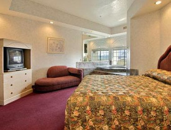Ramada South El Monte: Jacuzzi Suite