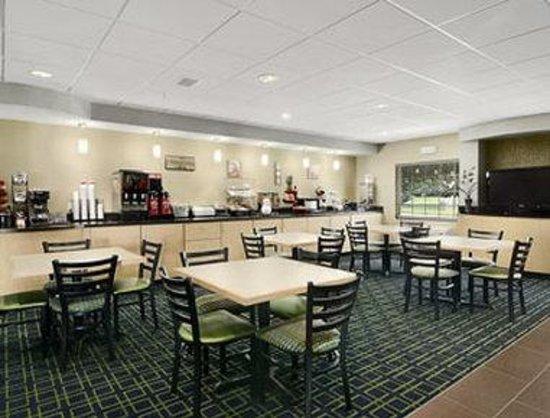 Ramada Louisville Expo Center : Breakfast Area