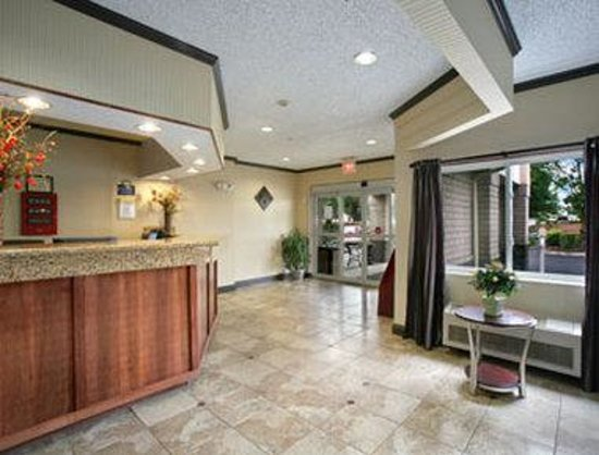 Days Inn & Suites Vancouver: Lobby