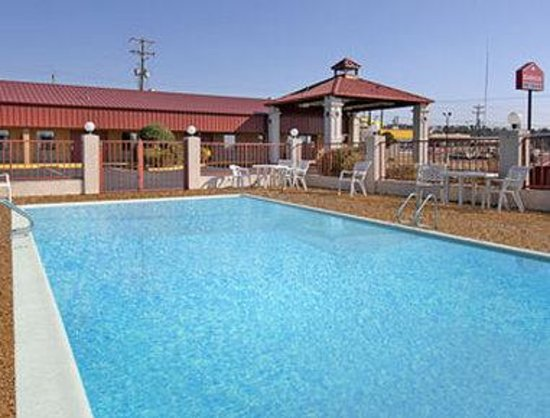 Americas Best Value Inn- Batesville: Pool