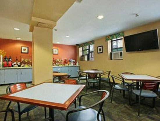 Ramada Jersey City: Breakfast Area