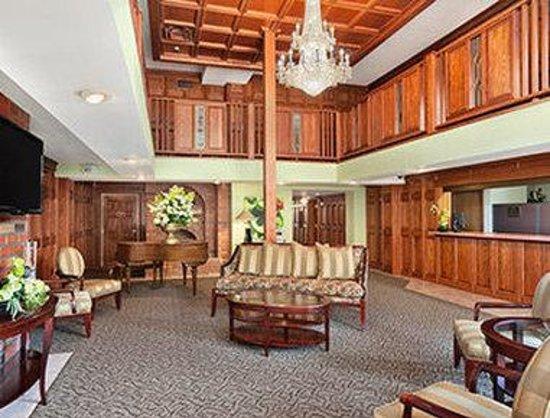 Ramada Saginaw Hotel & Suites : Lobby