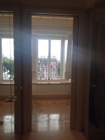 Beau-Rivage Palace: Entree de la salle de bains