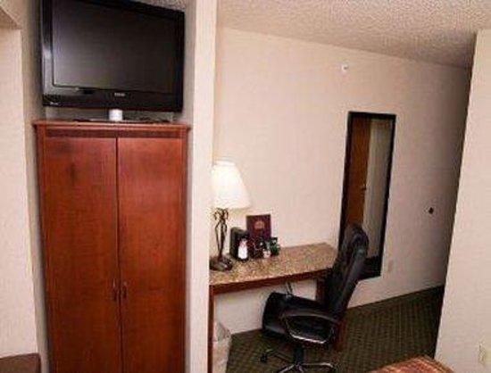 Ramada Frisco: 1 Queen Bedroom Work Area