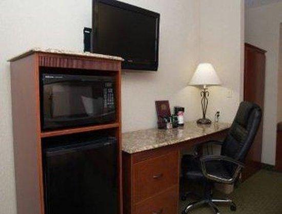 Ramada Frisco: 2 Queen Bedroom Work Area