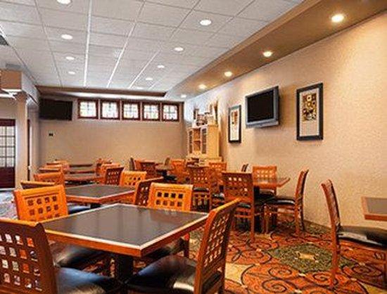 Ramada Levittown Bucks County: Breakfast Area