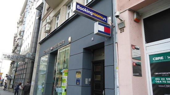Booking Rooms : Entrada - calle