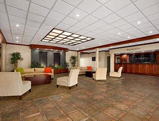 Ramada Virginia Beach Oceanfront: Lobby