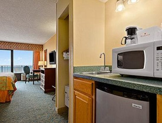 Ramada Virginia Beach Oceanfront: Jr. Suite