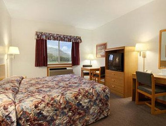 Ramada Richland Center: Standard King Bed Room