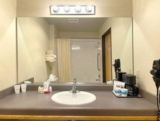 Quinault Sweet Grass Hotel: Bathroom