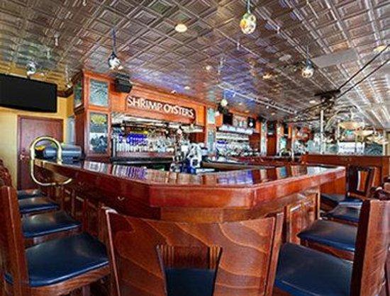 Mahi Mahs Restaurant Picture Of Ramada Virginia Beach