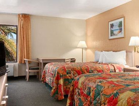 Travelodge Fort Myers: Standard Two Double Bed Room