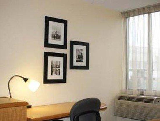 Magnuson Hotel Fishkill : In Room Desk